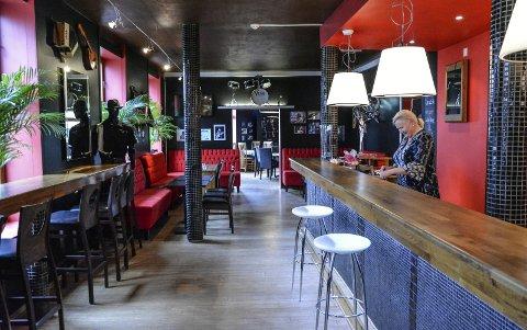 Strøkent lokale: Den gamle baren oser nostalgi. Her er det plass til mange, håper innehaver Siv Heidi Ellingsen. Alle foto: Trude Brænne Larssen