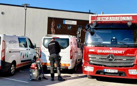 RYKKET UT: Det var klokken fem i morges det ble meldt om en stor vannlekkasje i et omsorgsbygg i Harald Pedersens gate i Horten.