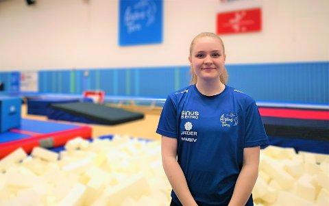 18-åringen Jonetta Øyre skal fortsette å bruke mye tid i idrettshallen den kommende tiden. Nå har hun fått rollen som assisterende leder i Ålgård turn.