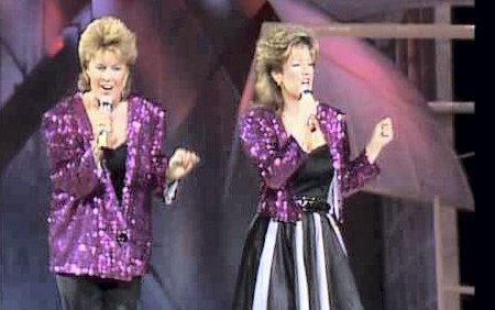 DEN GANG: Bobbysocks i 1985. Årene har gått, men det svinger fortsatt av disse damene når de står på scenen.