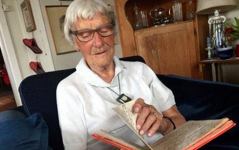 Ingrid Elisabeth Mølmen Alver (91,5 år som hun sier selv...) Skrev dagbok fra krigens første dager.