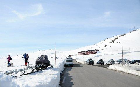 VENTER STORINNRYKK: Knallfine forhold for fjellturer gjør ordføreren i Lesja bekymret for storinnrykk når hytteforbudet oppheves fra mandag.