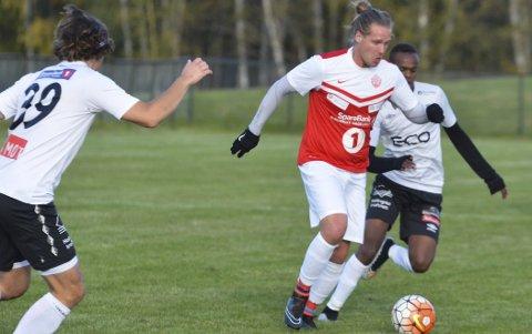 MÅL: Andreas Hella scoret to mål da Jevnaker slo Kongsberg i høstpremieren på Jevnaker stadion torsdag kveld.