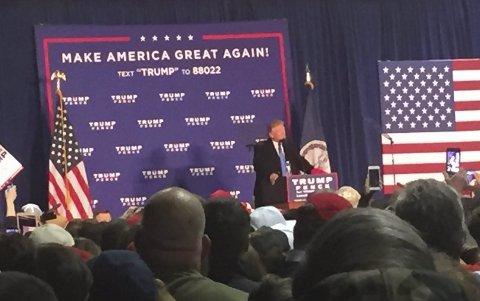 VALGMØTE MED TRUMP: 2.500 mennesker i en låve i Virginia før Donald ble USA sin 45. president.