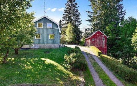 RIMELIG PRIS: 1,2 millioner kroner er prisantydningen for denne eiendommen i Tingelstad.