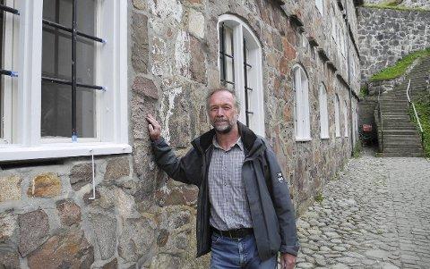 RESTAURERING: – Vi har byttet ut alle vinduene i Østre kurtine her i indre festninger, sier festningsforvalteren.