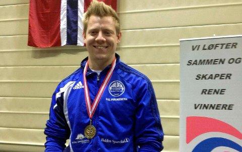 Hans Erik Folkeseth ble i helgen norsk mester i styrkeløft uten hjelpeutstyr.