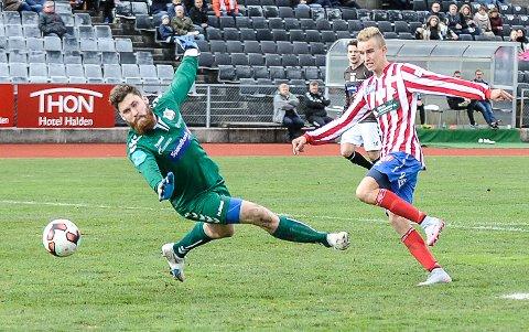Martin Hoel Andersen setter inn 3-0 for Kvik mot Ørn.