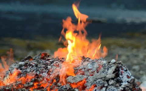 - Vi er inne i en periode nå med høy temperatur og påfølgende tørke i terrenget, påpeker brannvesenet.