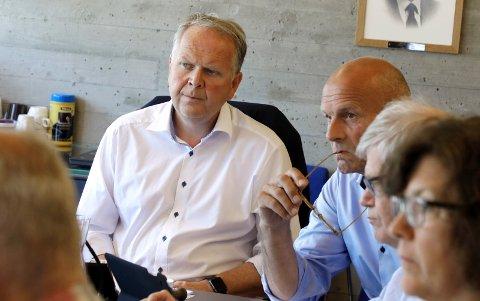 TYSVÆR-LEDERE: Ordfører  Sigmund Lier og rådmann Sigurd Eikje har gitt et ekspertutvalg i oppdrag å kontrollere barnevernet.