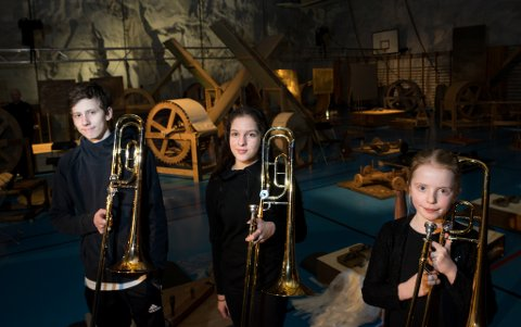 Sound Landscape, lydkunstnere fra Moskva på besøk under Barents Spektakel. Trombonister fra Kirkenes ble rekruttert for å spille krigsfly: Håkon Slagtern, Kristin Nystad og Mari Kristine Kofoed Bye var blant dem.