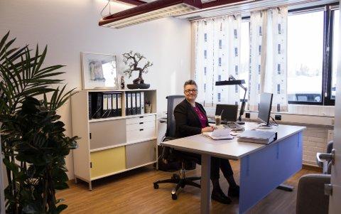 GODT INNFLYTTET: Hilde Camilla Stærk har kommet godt i gang med innflyttingen på det nye kontoret.