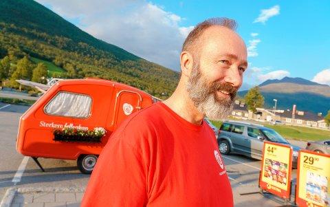 CAMPING-VALGKAMP: Trond Giske har lagt ut på sin private valgkampturné i Nord-Norge - i campingvogn.