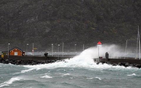 Slik ser det ut på moloen i Bodø, mandag ettermiddag og kveld.