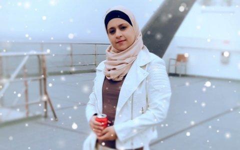 TAKKER FOR STØTTEN: Syriske Anod Alali har bodd i Norge i over fem år. Hun trives på Circle K på Elvebakken, selv om hun i fjor sommer ble utsatt for rasisme da hun var på jobb. Alali sier at folk stort sett er veldig hyggelige.