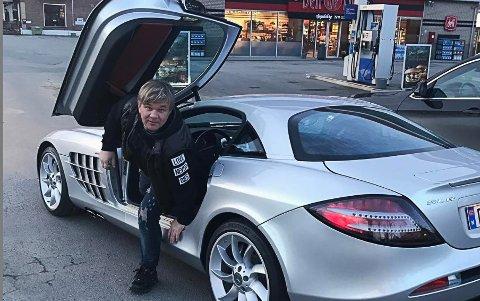 UNIK BIL: Henning Solberg har hatt denne helt spesielle Mercedes SLR McLaren-bilen i fem år. Bilen finnes det bare to av i Norge og kun et par-tre tusen av i verden.