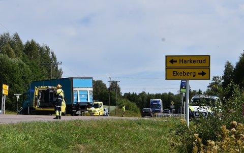 En lastebil og en personbil var involvert i en trafikkulykke ved Harkerudbakken på fylkesvei 170 mandag ettermiddag. Foto: Trym Helbostad