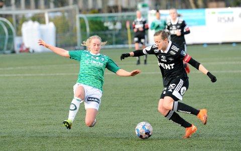 GOD: Ingeborg Lye Skretting (t.v.) spilte sin første kamp fra start i Toppserien. 17-åringen fra Varhaug la ned en formidabel innsats, i likhet med resten av Klepp-spillerne, og toppet det hele med scoring i sluttminuttene.