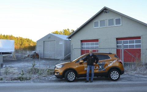 Kjøper: Kragerø Auto AS er i ferd med å sluttføre kjøpet av denne tomten med to lagerhaller, opplyser Sigvart Pedersen. I første omgang vil trolig deler av området bli leid ut.