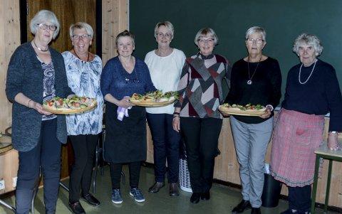 Kjøkkenet: Lisbet Lønne, Marie Knatterud, Judith Johansen, Sonja Skarvang, Brit Dahlgren, Anne Eklo og Ruth Kristensen.