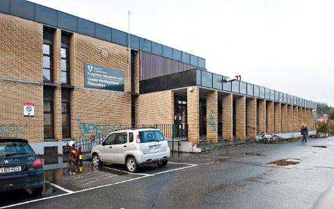 NEDSLITT: Skolebygget på Flåtaløkka er gammelt og modent for utskiftning. Nytt skoelbygg kan stå klart i desember 2022.
