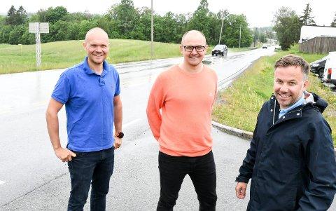 LOAKEL: Liungene Njål Kjellesvik Norheim  (til høyre), Amund Ringdal (til venstre og Marius Vilhelmshaugen blir sentrale når Holtefjell Eiendom skal utvikle Sagvoldenskogen til næring. Det vil blant annet medføre en kraftig oppgradering av veisystemet på Lierskogen.