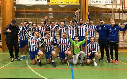 Jubel: Fotballguttene kunne juble etter at de vant mot håndballjentene i showkampen i Våganhallen.