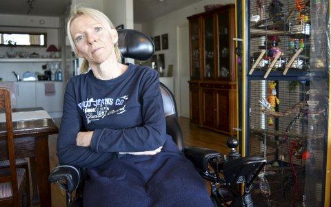 Fortvilet: Bente Oustorp føler at hun kjemper en kamp mot Råde kommune for å få bo i hjemmet sitt og leve et mest mulig normalt liv her.                                                                                                        Foto: Torgeir Snilsberg
