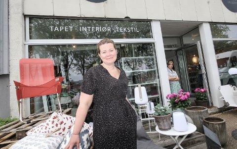 10 ÅR: Gjennom 10 år på Jeløy har Cathrine Sundt opparbeidet seg en stor og trofast kundekrets for gavebutikken Lille Interiør.
