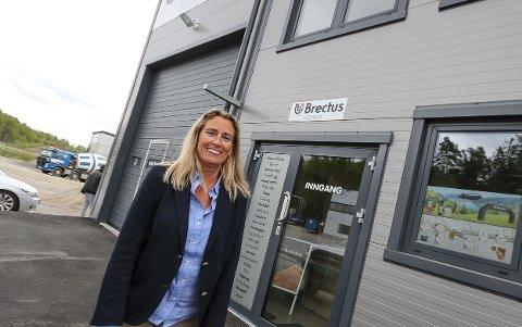 FORNØYD: Eier og sjef for reklamselskapet Brectus, Heidi Hoen, er fornøyd etter at hun denne uka kjøpte opp konkursboet etter sin forrige arbeidsgiver Markedsmateriell AS. - Nå kan vi fokusere på egen drift. Det er en lettelse, sier hun.