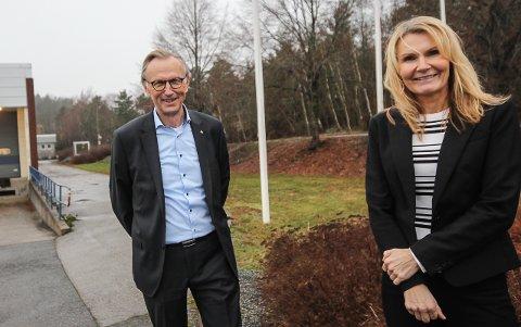 KLART BUDSKAP: Hans Bjørn Paulsrud og Heidi Solstad Svensen i Viken Teknologiklynge håper lederne kjenner sin besøkelsestid og tar imot tilbudet om å skape bedre bedrifter.  - Vi må løfte i flokk om næringslivet skal lykkes, sier de to.