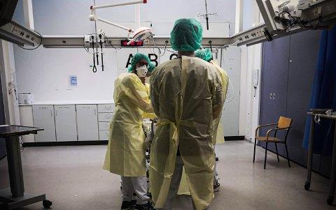 St. Olavs hospital har skjerpet beredskapen, og forbereder seg på å ta imot et stort antall koronasmittede pasienter, dersom situasjonen eskalerer.