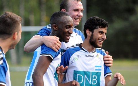 GLADE SPILLERE: Kaptein Trond Ingebretsen var tydelig fornøyd med Isaac Kankanis scoringer. Foto: Solfrid Therese Nordbakk