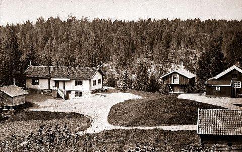 1856: Konsul og bankier Thomas Heftye fikk satt opp denne bygningen på Sarabråten omkring 1856. Bildet er fra cirka 1865.