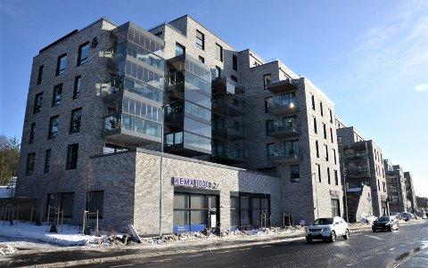SYMRA TERRASSE: Boligprosjektet med over 100 leiligheter og forretninger i underetasjen ble raskt utsolgt og sto ferdig på Lambertseter i 2018. Men er det blant byens fineste nybygg?