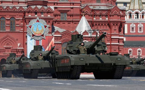Russian T-14 tanks with the Armata Universal Combat Platform drive during the Victory Day parade, marking the 71st anniversary of the victory over Nazi Germany in World War Two, at Red Square in Moscow, Russia, May 9, 2016.  REUTERS/Grigory Dukor     TPX IMAGES OF THE DAY