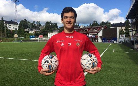 Shamil Gasanov på Alfheim søndag. Russeren kan bli TILs nye midtbanespiller.