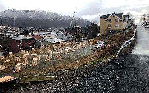 TIRSDAG MORGEN: Slik så det ut tirsdag morgen på lekeplassen i nordbyen.