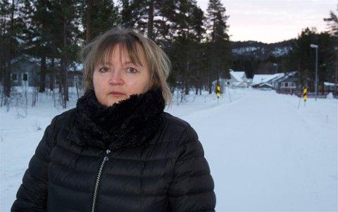 Gunn Nilsen ville hjelpe flyktningefamilien. Kommunen presset familien til å annullere fullmakten de hadde gitt til Nilsen.