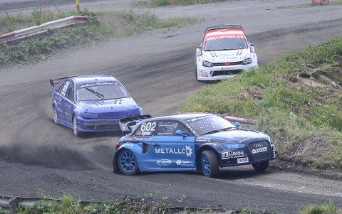 Emil Sivesind i aksjon med sin nye rallycrossbil, en Audi A1, på Krabyskogen i juli. Nå skal unggutten prøve seg i årets første NM-runde.