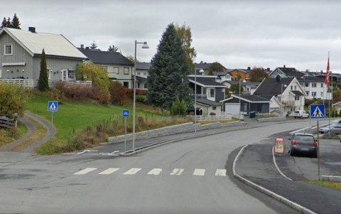 PÅKJØRT: En ung syklist ble tirsdag påkjørt i et gangfelt på Rambekkmoen. Det er ikke bekreftet at det var gangfeltet på bildet.