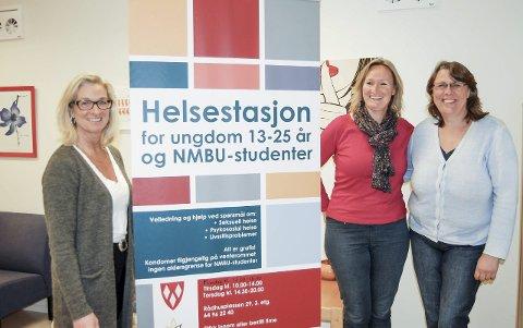 Viktig tilbud: Mona Brath Delbekk, Ellen Kathrine Larsen og Hilde Tønnesen ønsker ungdom og studenter velkommen til helsestasjonen tre dager i uken. foto: Solveig wessel