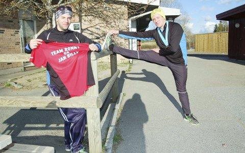 SPREKT TEAM:  Jan Billy Aas (til venstre) fra Ski har over 50 maraton bak seg. Nå har han tatt på seg jobben med å være sponsor og manager for Ronny Kristiansen. Målet er at Ronny skal løpet 50 maraton i god tid før han fyller 30.