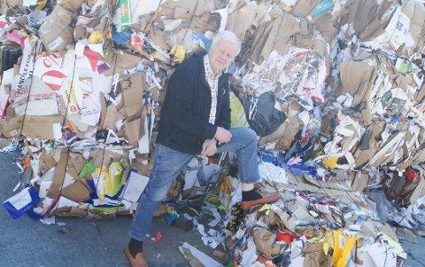HOLDER KOKEN: Daglig leder i Follo Truckutleie, Bjørn Arvid Prytz (74), har ingen planer om å pensjonere seg. Gjenvinning av avfall på eget område er i dag den største delen av bedriften.