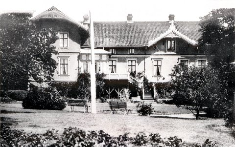 GLOPPE: Etter å ha flyttet det gamle hovedhuset på Gloppe til Nordly ved Gloppeskogen i 1873 bygde Magnus Oppen dette praktfulle sveitserhuset som ny hovedbygning på Gloppe.