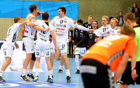 TANGERTE POENGREKORDEN: Elverum-spillerne kunne juble etter seier mot Kadetten Schaffhausen på hjemmebane.