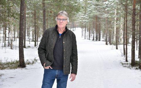 LITE LØYPEKJØRING: Leder Jon Simon Høye og Elverum Turforening konstaterer at det er dårlig skiføre i Svartholtet.