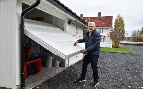 HANDYMAN: Erik Hanstad har lagt ned mye tid og energi på uthuset bak Dilling.