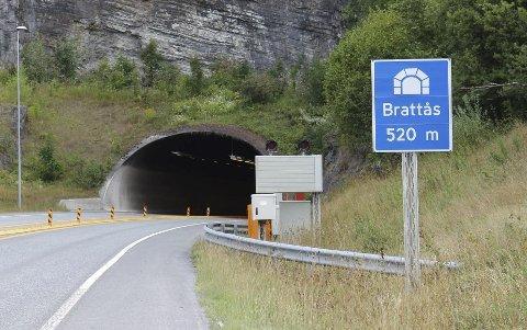Statens vegvesen sier de har gjort det de skal når det gjelder å informere om nattestengt i Brattåstunnelen og Hovettunnelen.