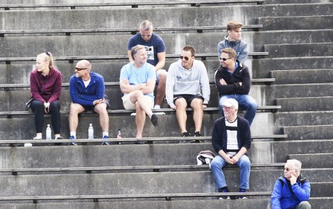 Pors: Sist lørdag satt Knut Rønningene på tribunen sammen med Erik Skredtveit og Morten Romsdalen fra sportslig utvalg.